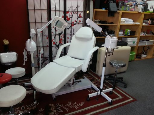 White Hydraulic Massage Table and Chair